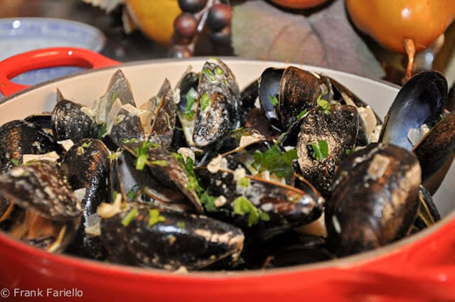 Moules au curry (Curried Steamed Mussels)
