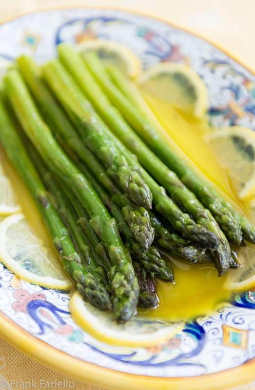 Asparagus with Lemon and Olive Oil (Asparagi all'agro)