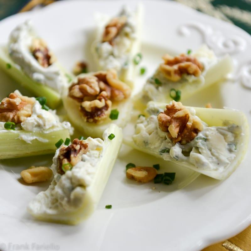Barchette di sedano con gorgonzola e noci (Celery Boats with Gorgonzola and Walnuts)
