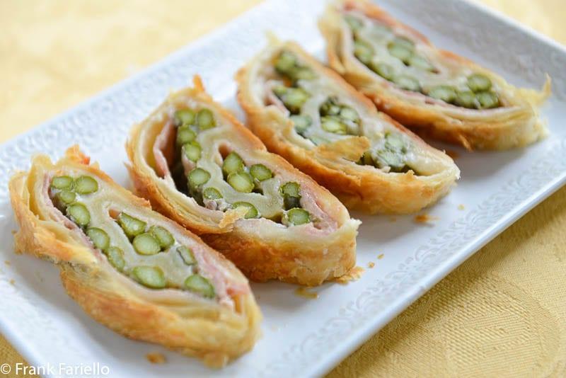Strudel salato di asparagi e prosciutto
